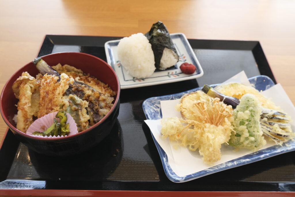 そば処村の天ぷらとおむすび